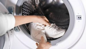 How to Clean White Shoelaces by Using a Washing Machine